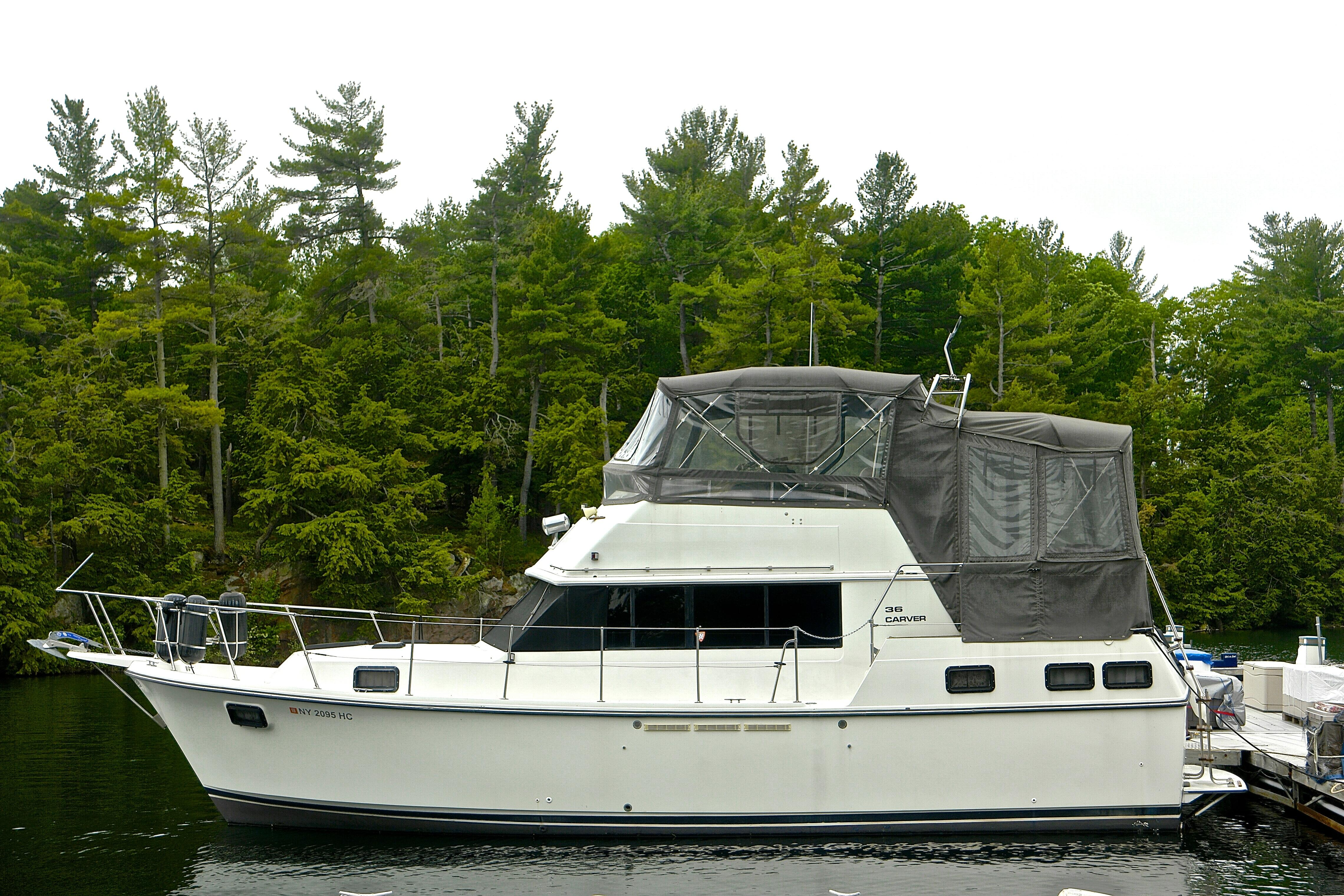 cabin cabins hatteras double y liveaboard m img for listings sale boats