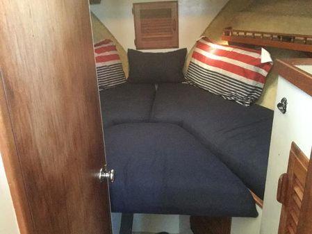 Tollycraft 34 Sundeck Cruiser image