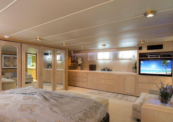 Broward Motor Yacht 110 Pilothouse image