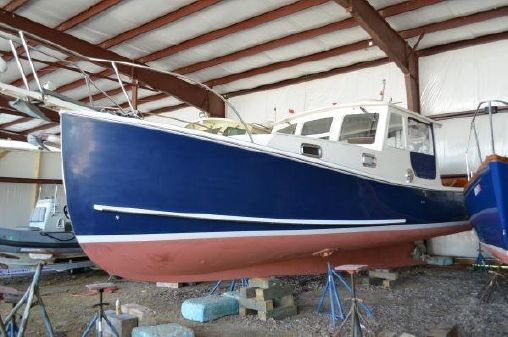 Holland 32 Lobster-Style Cruiser image