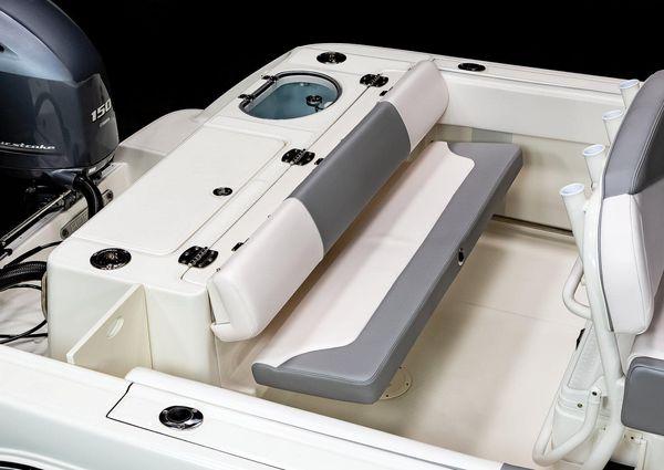 Robalo R242 Center Console image