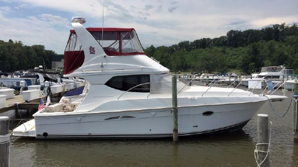 Silverton 34 Convertible starboard profile