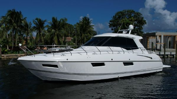 Cruisers Yachts 48 Cruisers Cantius Coupe