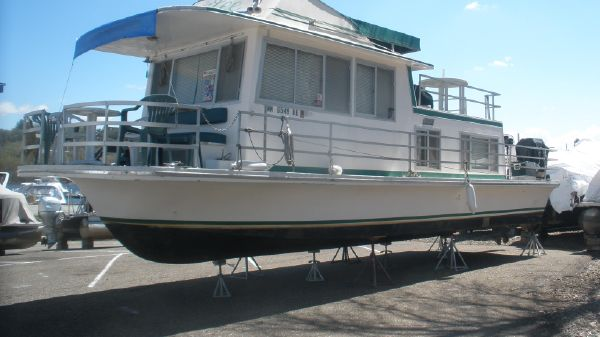 Gibson Housboat