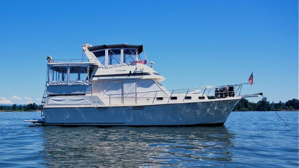 Offshore Yachts Sundeck Double Cabin