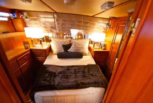 Offshore Yachts Sundeck Double Cabin image