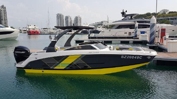 Four Winns HD220RS OB Starboard Side