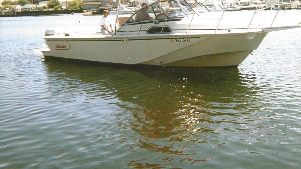 Boston Whaler 27 Full Cabin Express