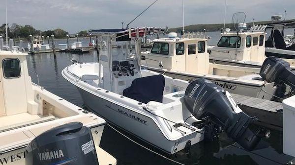 Sea Hunt Triton 220