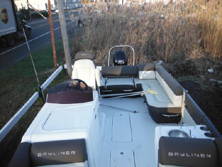 Bayliner Element XR7 image