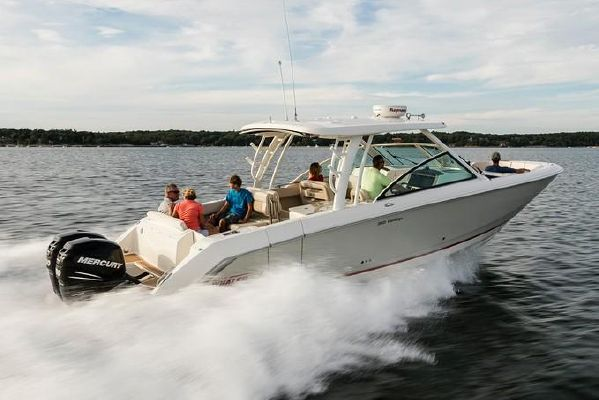 Boston Whaler 320 Vantage - main image