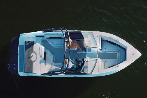 Rinker Q5 BR image
