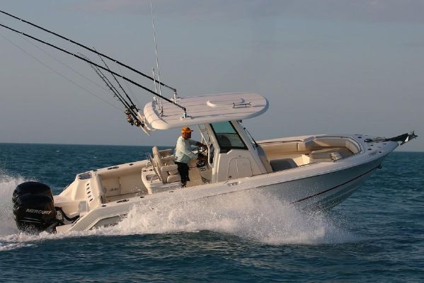 Boston Whaler 250 Outrage - main image