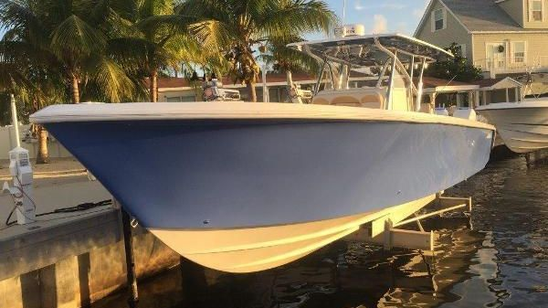 Sea Hunter 37 Center Console