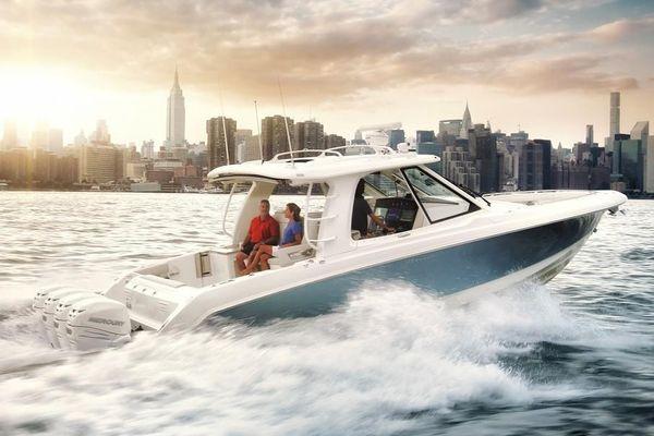Boston Whaler 380 Realm - main image