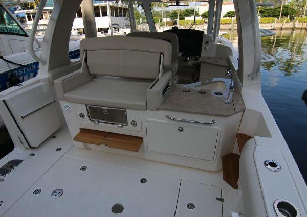 Boston Whaler 350 Realm image