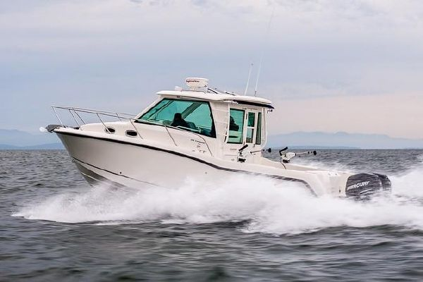 Boston Whaler 315 Conquest Pilothouse - main image