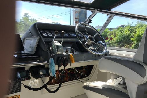 Cruisers Yachts Cruiser 3370 Esprit image