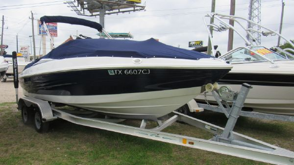 Cruisers Sport Series 208 Bow Rider