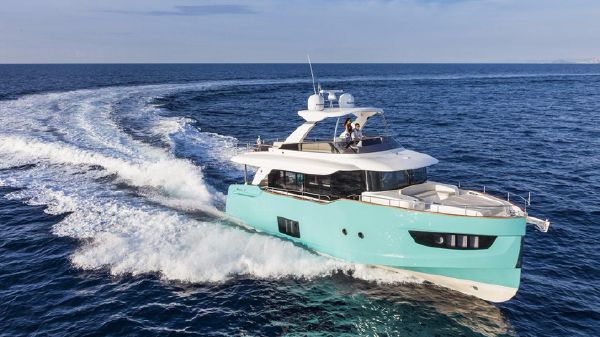 Absolute NAVETTA 58 Starboard Side
