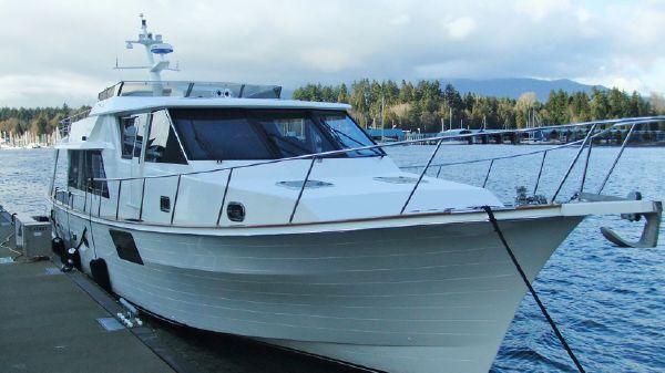 McQueen Pilot House Motor Yacht Stbd bow 2