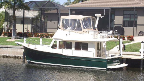 Mainship Flybridge Trawler