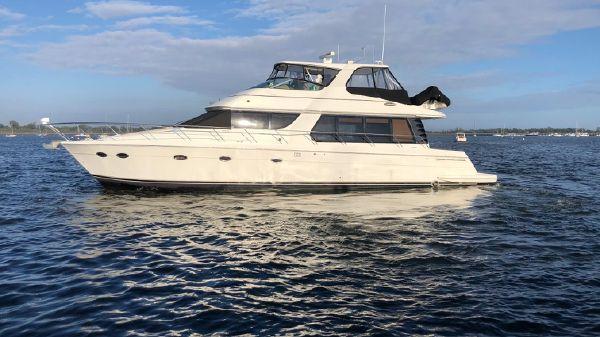Carver 570 Voyager