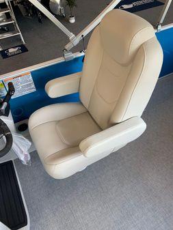 Sylvan Mirage 8520 Cruise image