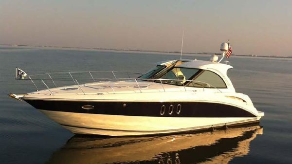 Cruisers Yachts 390 Coupe