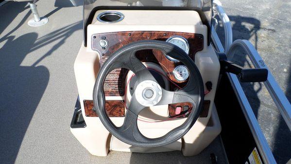Sun Tracker Bass Buggy 18 DLX image