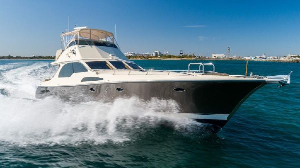 Midnight Lace Flybridge Motor Yacht