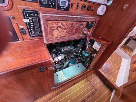 Catalina Morgan 45 Center Cockpit image
