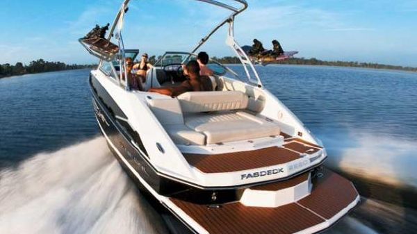 Regal 2220 FasDeck