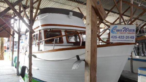 Universal Marine Tri Cabin