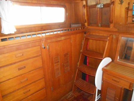 Universal Marine Tri Cabin image