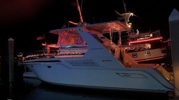 Cruisers Yachts Express Bridge