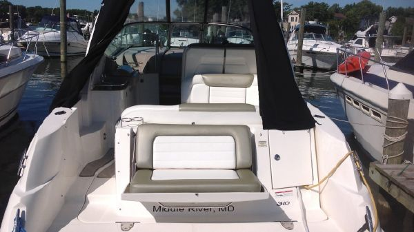 Sea Ray 310 Sundancer Stern view