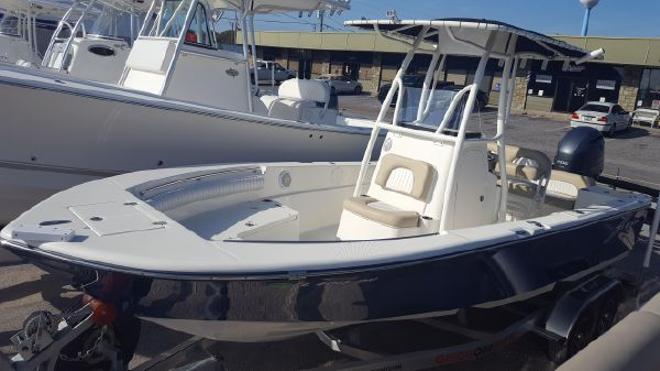 Sea Born LX22 Center Console