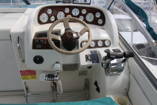 Larson Cabrio 310 Mid-Cabin image