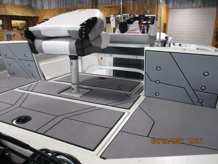 Crestliner 1800 Bay image