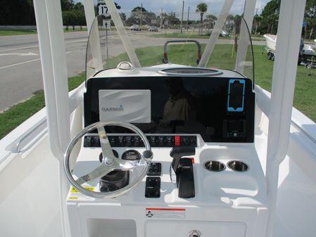 Sea Hunt 225 Ultra image