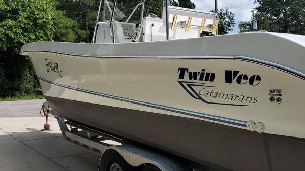 Twin Vee 31