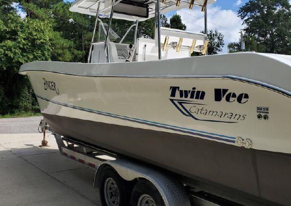 Twin Vee 31 image
