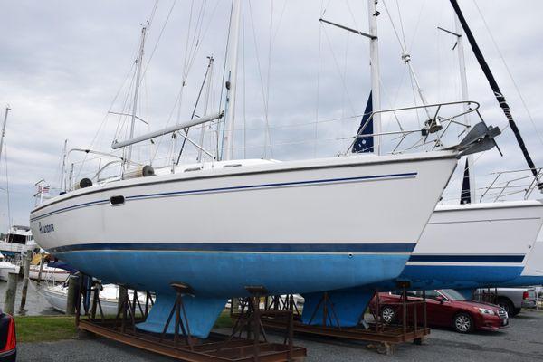 Catalina 350 - main image