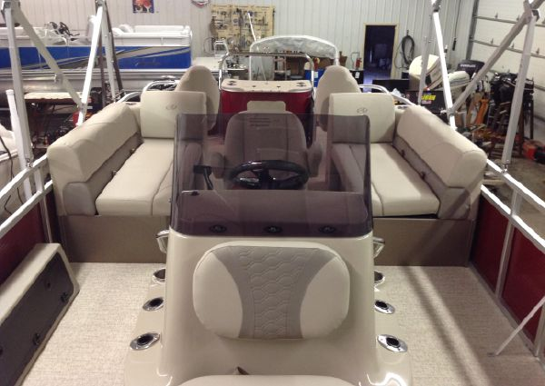 Avalon 23 GS TRI LOG CENTER CONSOLE image