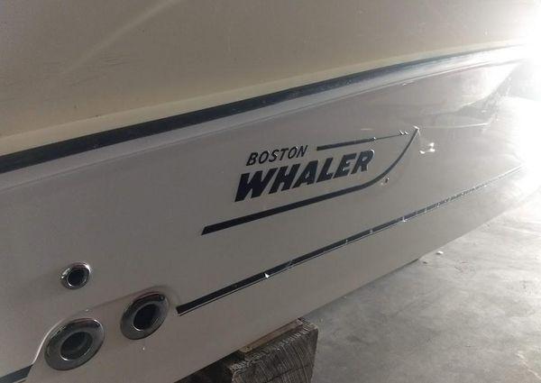 Boston Whaler 220 Outrage image