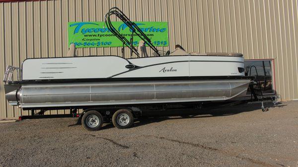 Avalon Catalina 2585 Rear Fish