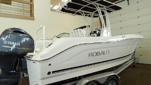 Robalo R200 Center Console