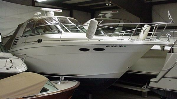 Sea Ray 330 Express Cruiser WIDE beam