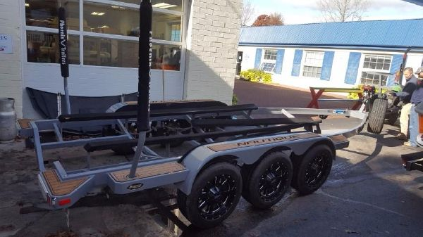 BoatMate Tri-axle trailer